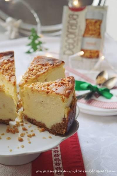 Świąteczny sernik z karmelową nutą na orzechowym spodzie - bez glutenu
