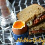 Jajko na miękko z grzankami