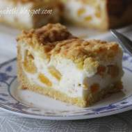Sernik na jogurtach greckich z brzoskwiniami