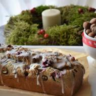 Cynamonowy chlebek świąteczny z orzechami laskowymi i żurawiną oraz gwiazdkowa historia