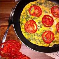 Omlet z suszonym pomidorem i koperkiem