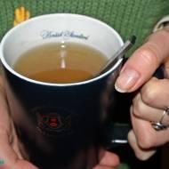 Jak nie zwariować przed świętami? Chwila relaksu z kubkiem herbaty.