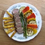 Polędwiczka ziołowa z grillowanymi warzywami