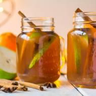 napój jabłkowy, z gruszkami cynamonem i imbirem.