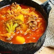 Kapuśniak z warzywami i mięsem mielonym