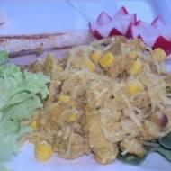 Makaronowa sałatka z czosnkiem i kurczakiem