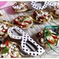 Mini pizzerki z cukinią i leśnymi grzybami na spodzie drożdżowo-ciecierzycowym