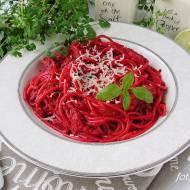 Spaghetti z buraczkowym pesto