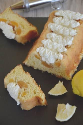 Drożdżowa babka cytrynowa z morelami