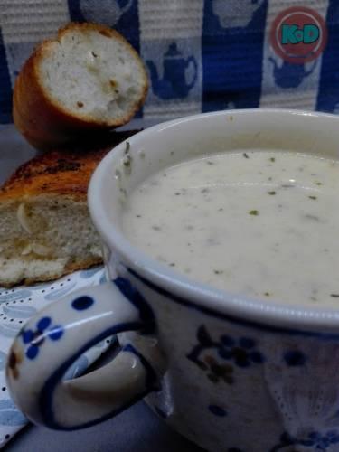 Zupa serowa z czosnkowa bagietka