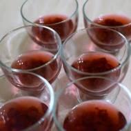Deser z wiśniową frużeliną