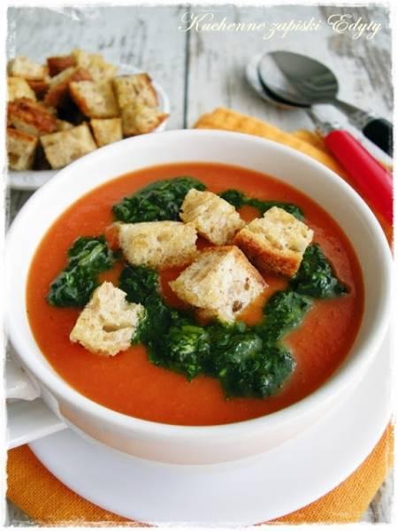 Zupa krem z pieczonych pomidorów z bazyliowym sosem i grzankami