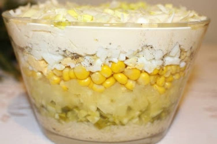 Sałatka warstwowa z selerem konserwowym