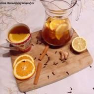 Herbata z pomarańczą, goździkami i cynamonem