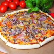 Pizza capriciosa (ciasto drożdżowe bez wyrastania)