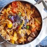 Pikantny gulasz z wieprzowiną dynią i kapustą / Spicy pork pumpkin and cabbage goulash