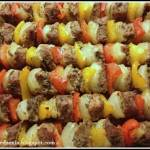 Szaszłyki wieprzowe w marynacie musztardowej  z papryką i cebulą.