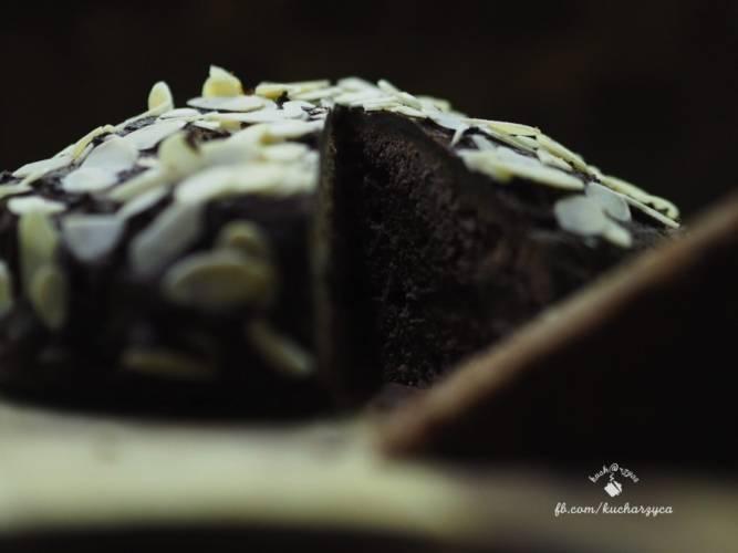 Przekładaniec czekoladowo-migdałowy