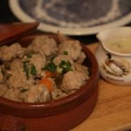 Gotowane klopsy wieprzowe w sosie a'la strogonow