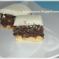 Makowiec z pianką z białej czekolady