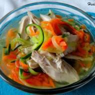 Rosół drobiowy z warzywnym makaronem