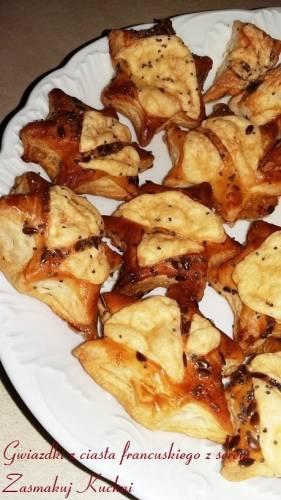 Gwiazdki z ciasta francuskiego z serem
