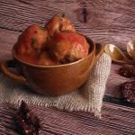 Drobiowe pulpeciki z suszonymi pomidorami w sosie pomidorowym