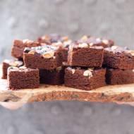 Brownie z masłem migdałowym, z dodatkiem mąki z ciecierzycy