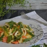 Kalmary z warzywami i makaronem