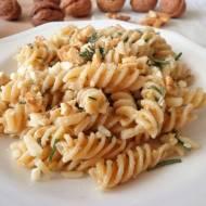 Makaron z pesto orzechowo-ziołowym (Pasta con pesto di noci e erbe aromatiche)