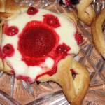 Ciastka francuskie z owocami i twarogiem