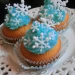 Zimowe Babeczki z Lukrowymi Płatkami Śniegu z Delikatnym Kremem Mascarpone