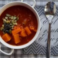 Gęsta zupa z dyni, pomidorów i czerwonej soczewicy