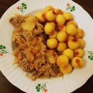 Karkówka z kiszoną kapustą i ananasem