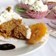 Pomidorowo-cynamonowe muffinki z serkowym kremem