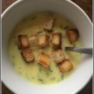 Prosta i szybka zupa z serków topionych.