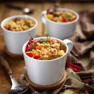 Zupa gulaszowa z kaszą pęczak