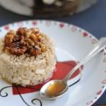 Brązowy ryż z jabłkiem i orzechami