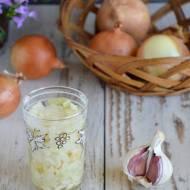 Syrop z cebuli i czosnku na katar i przeziębienie