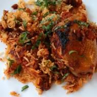 Udka kurczaka pieczone z ryżem w pomidorowym sosie