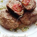 Kotlety mielone z mozzarellą i pomidorkami w orzechowej panierce