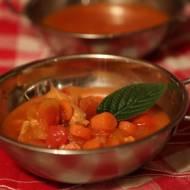 Szybka zupa pomidorowa o odrobinie innego smaku