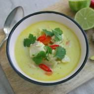Kokosowa zupa curry z rybą i kalafiorem