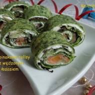 Szpinakowe rollsy z wędzonym łososiem
