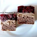 Ciasto z kremem czekoladowym i wiśniami