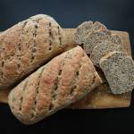 Chleb pełnoziarnisty z siemieniem lnianym i słonecznikiem