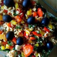 Brązowy ryż z warzywami oraz serem feta, pomysł na zdrową kolację