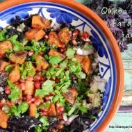 Ciepła sałatka z  komosą ryżową (quinoa), batatami i jarmużem