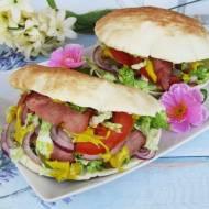 Pitta z szynką, warzywami i sosem musztardowym