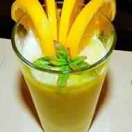 Smoothie z pomarańczy, z bananem i awokado